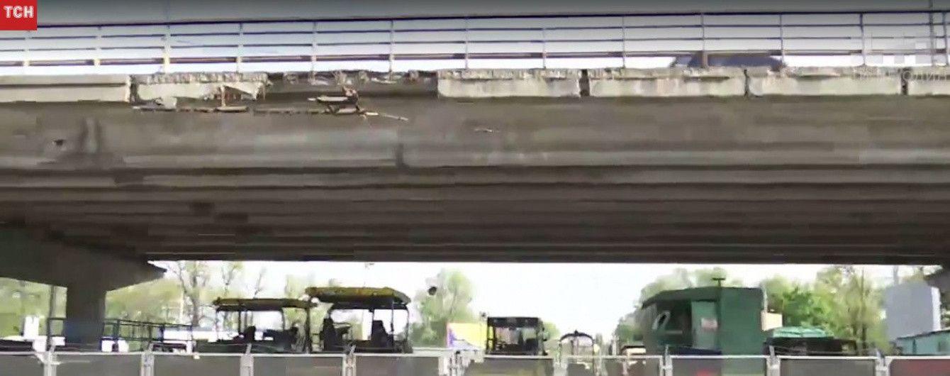 """В Киеве на три месяца закрывают мост возле станции метро """"Нивки"""""""