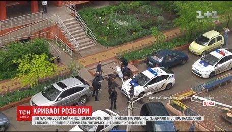 Під час масової бійки на околицях Одеси патрульному зламали ніс