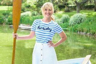 С веслом и в мини-юбке: Риз Уизерспун поделилась забавным фото