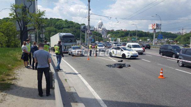 У центрі Києва насмерть розбився мотоцикліст