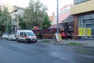 В центре Киева в ночном клубе парень ударом в голову убил мужчину, который приставал к его девушке