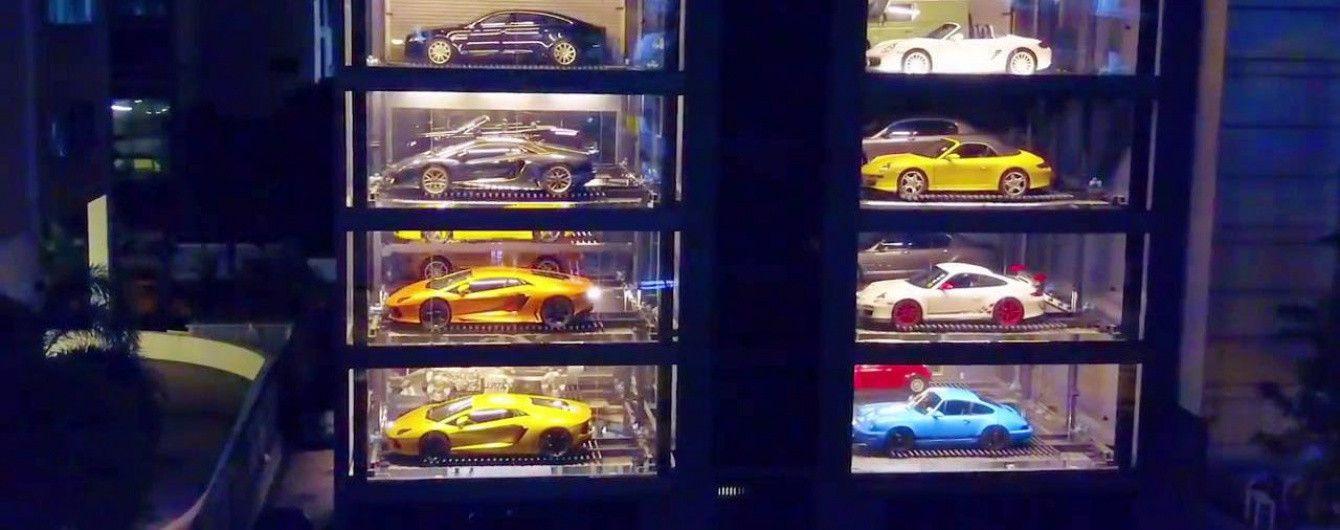 В Сингапуре появился самый большой торговый автомат спорткаров