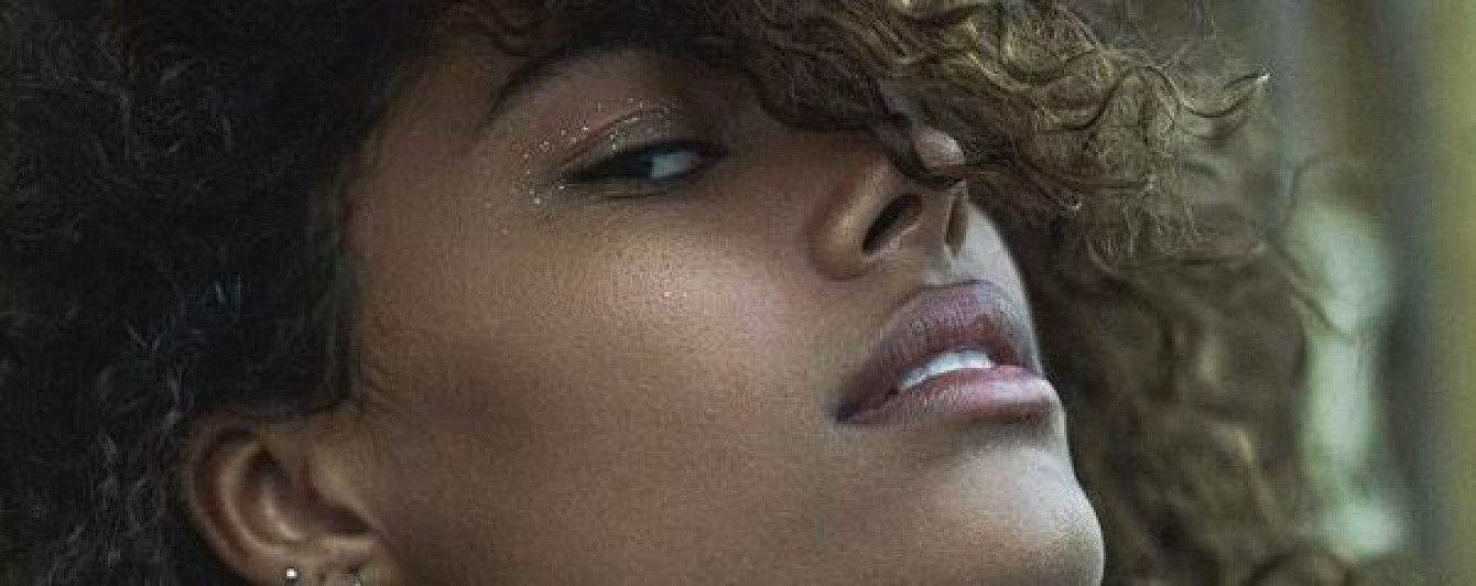 19-летняя возлюбленная Венсана Касселя в купальнике сверкнула сосками