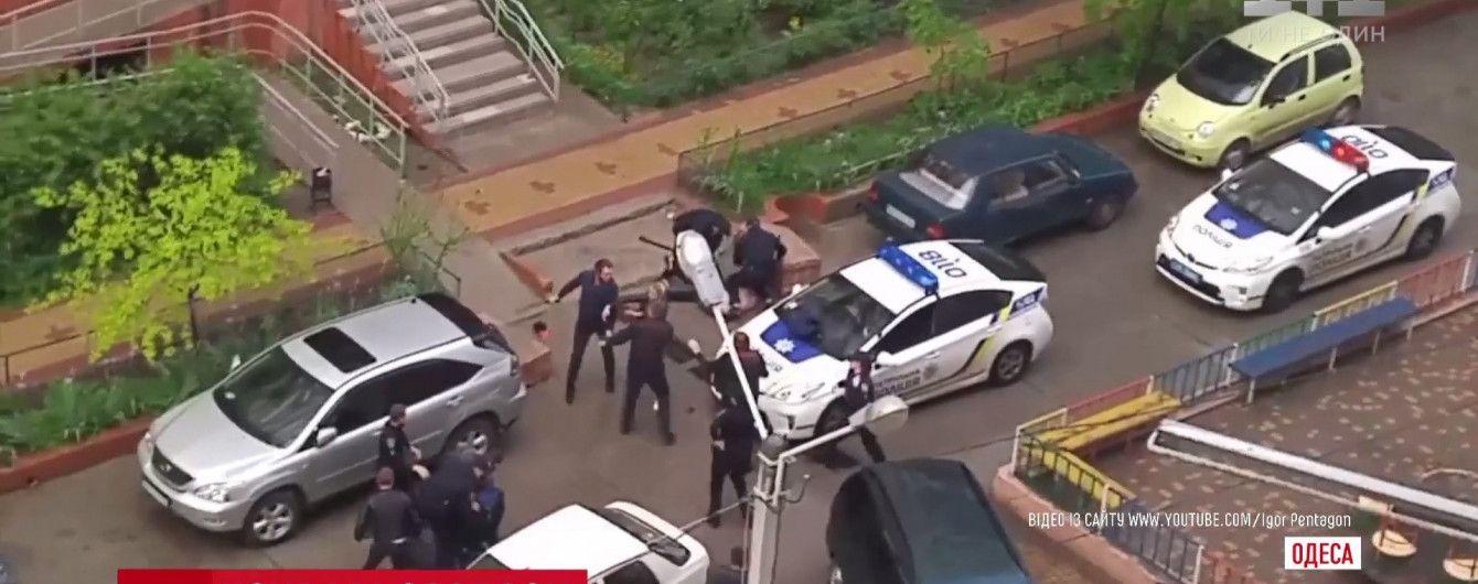 В Одесі у масовій бійці із газом і стріляниною зламали ніс патрульному