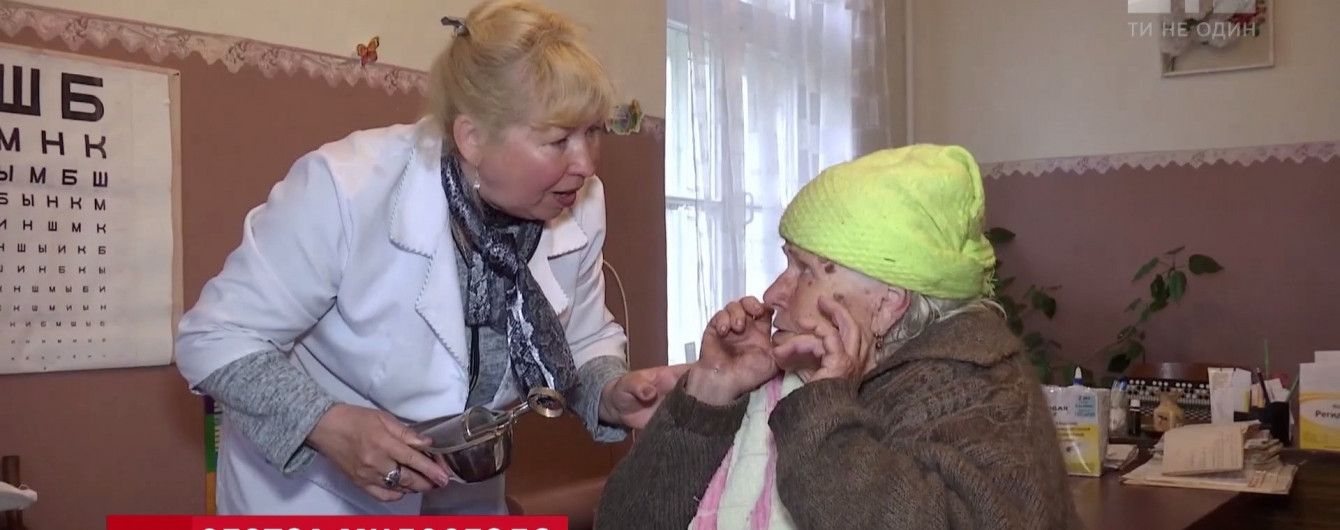 Ежедневный подвиг: в зоне АТО медсестра добровольно помогает старикам-селянам