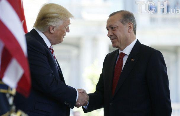 Трамп и Эрдоган договорились не дать террористам создать зоны безопасности в Сирии