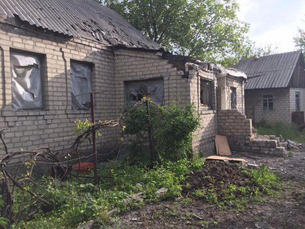 Боевики снова обстреляли окрестности Авдеевки, повреждены дома