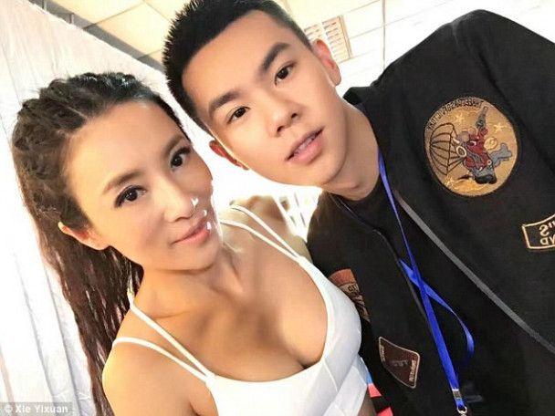 """""""Меня принимают за подругу сына"""": в Сети поражены фигурой китаянки, которая выглядит вдвое моложе"""