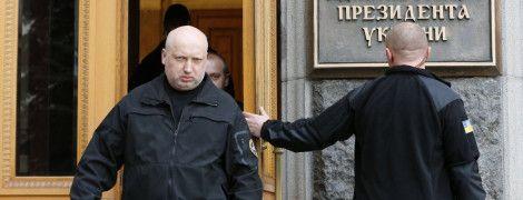 Турчинов собрал силовиков из-за усиления гибридной агрессии России