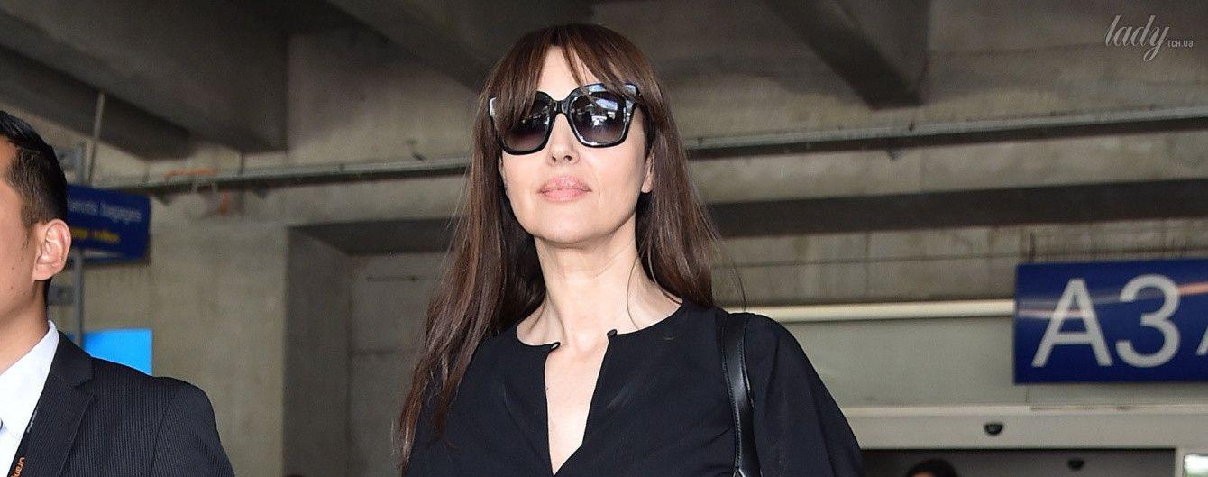 В элегантном комбинезоне и с сумочкой Gucci: Моника Беллуччи в аэропорту Ниццы