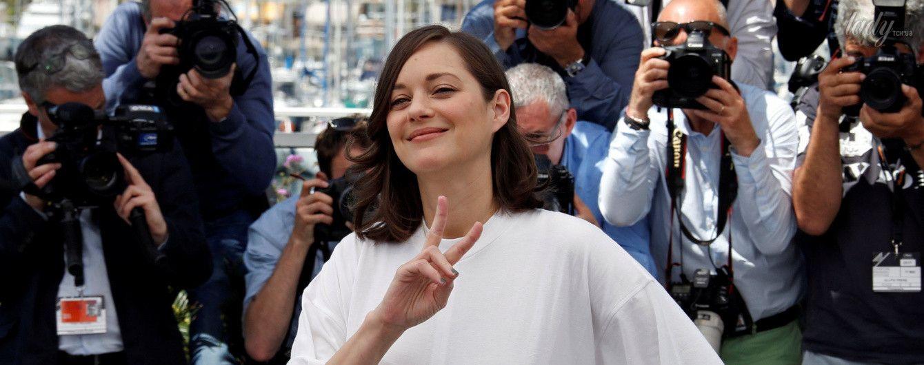 Марион Котийяр в странном наряде появилась на фотоколле в Каннах