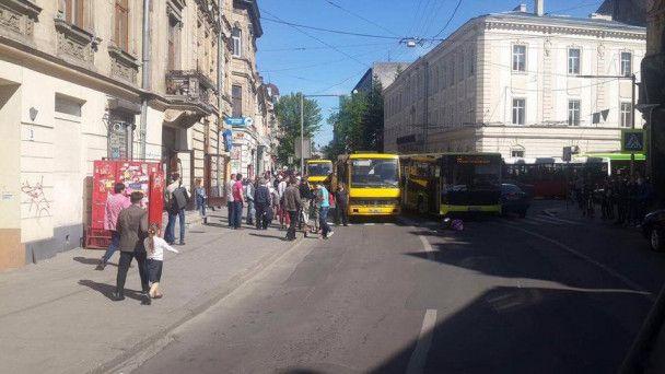 Во Львове автобус наехал на пешехода – соцсети
