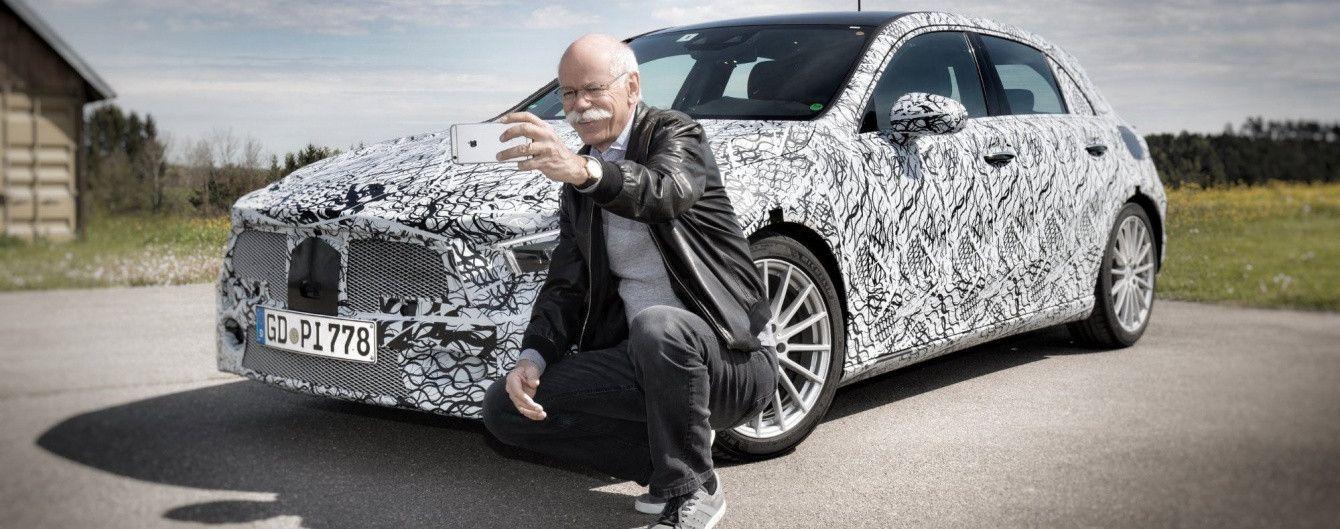Глава Daimler сделал селфи с Mercedes-Benz A-Class нового поколения