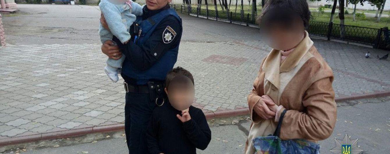 В Херсоне задержали пьяную женщину с маленькими детьми и алкоголем вместо питания
