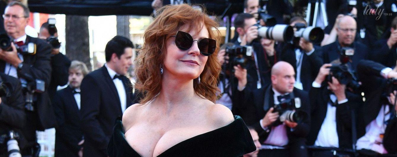 Еще ого-го: 70-летняя Сьюзан Сарандон блистала на красной дорожке в платье с откровенным декольте