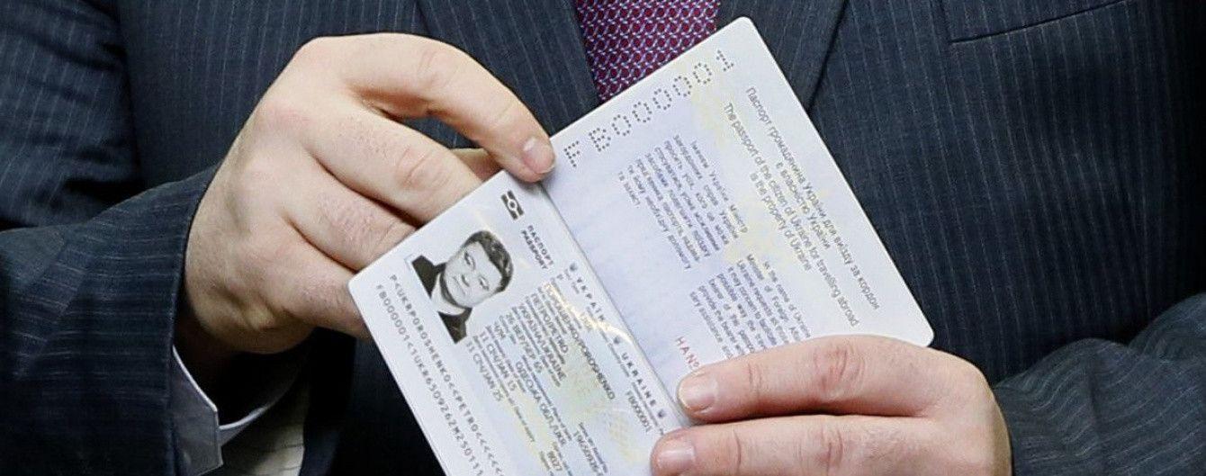 Порошенко розповів, скільки мільйонів українців вже отримали біопаспорти