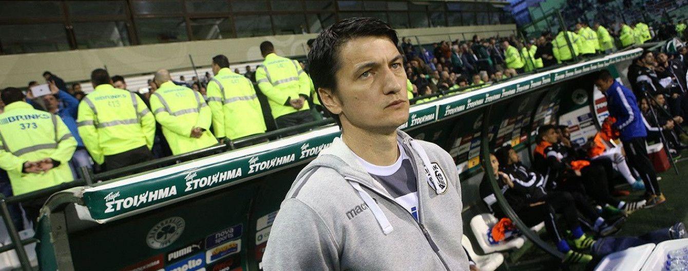 Футбольний матч у Греції був перерваний через банку пива, яка влучила в голову тренера
