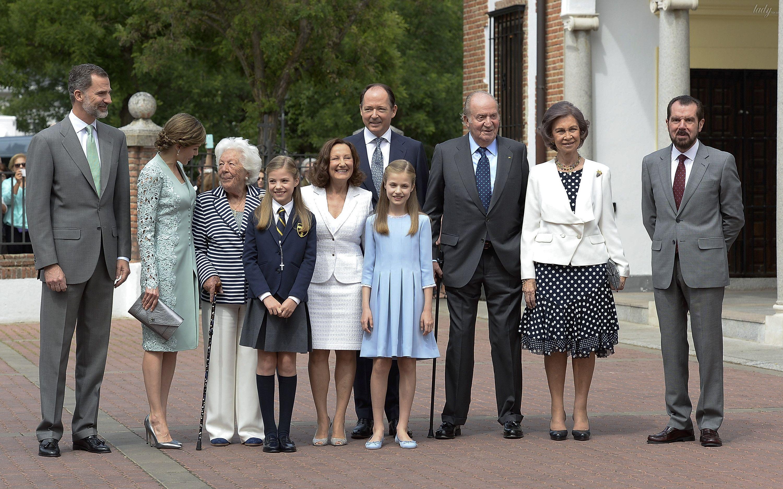 Королева Летиция с дочками_2