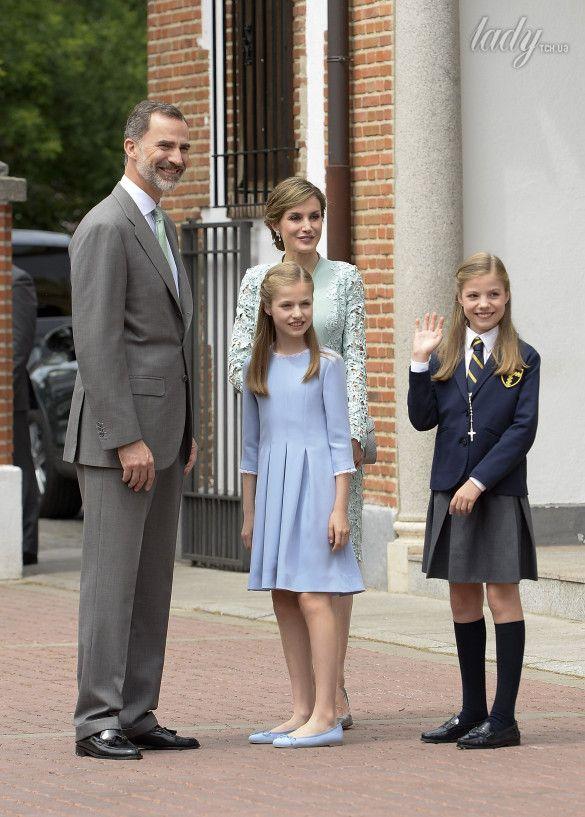 Королева Летиция с дочками_3