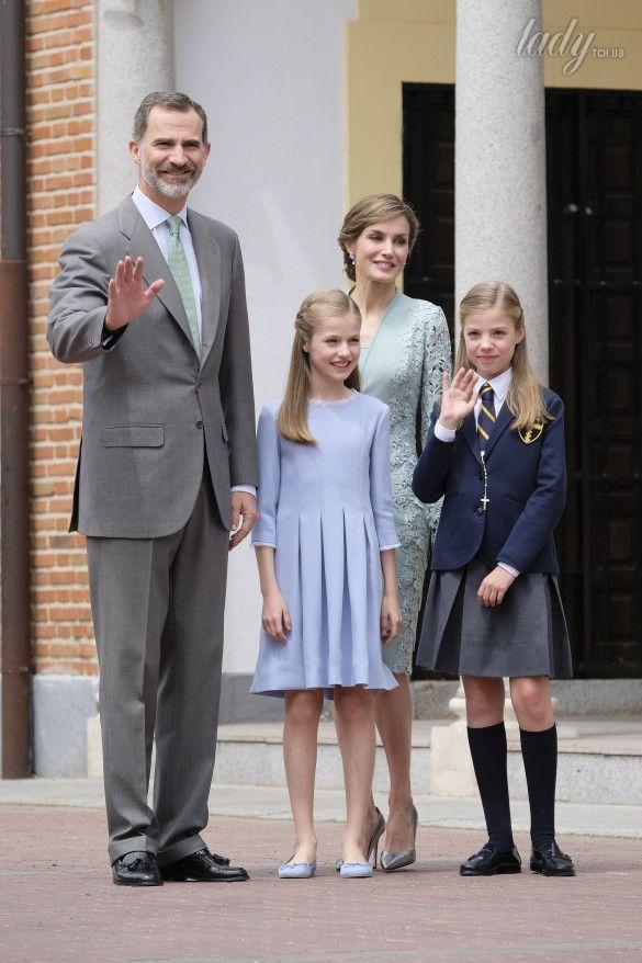 Королева Летиция с дочками_5