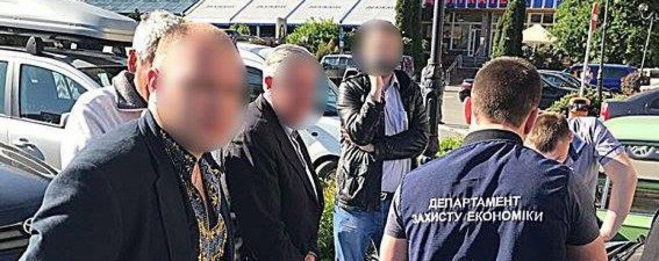 В Ивано-Франковске чиновник управления Гоструда отпраздновал День вышиванки взяткой