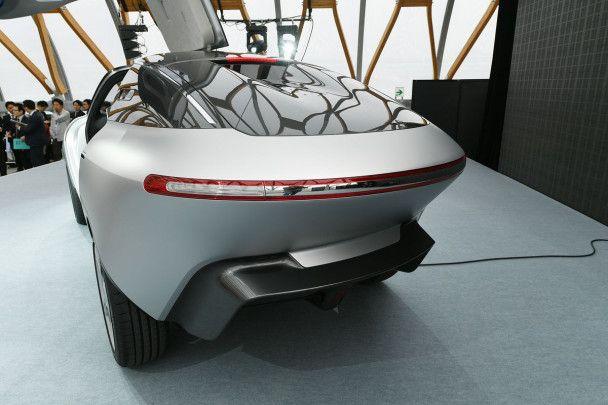 Японцы разработали прототип трехместного электрокара AKXY