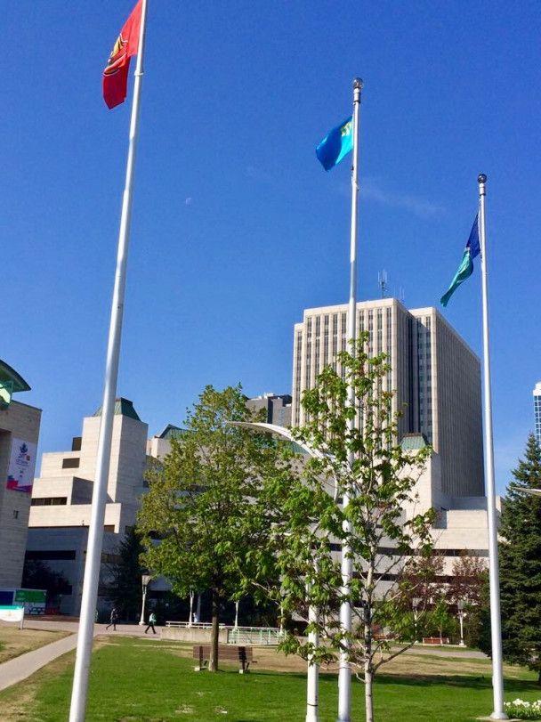 Вперше в історії: у столиці Канади підняли кримськотатарський прапор