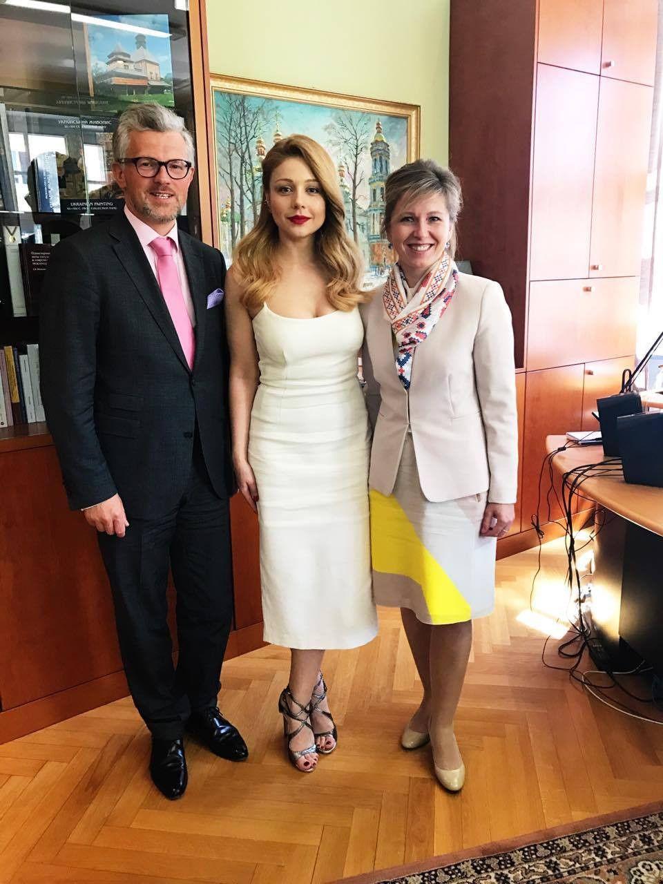 Тіна Кароль у посольстві_2