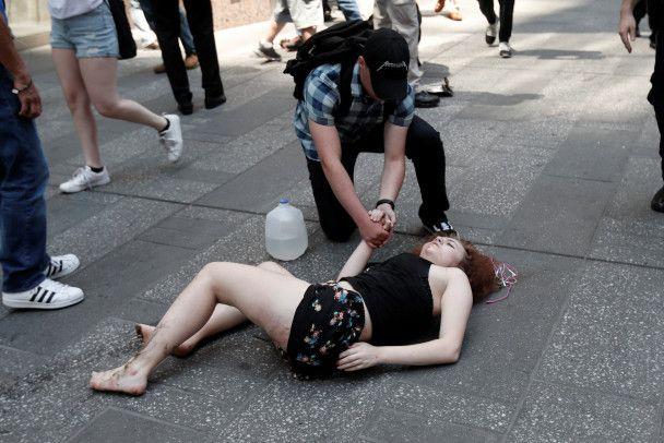 Красная Honda и раненные прохожие: появились фото наезда на толпу в Нью-Йорке