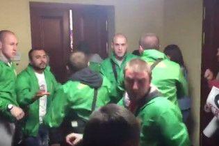 В Сети появилось видео драки в Киевсовете