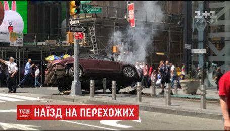 В Нью-Йорке авто выехало на тротуар, убив одного человека