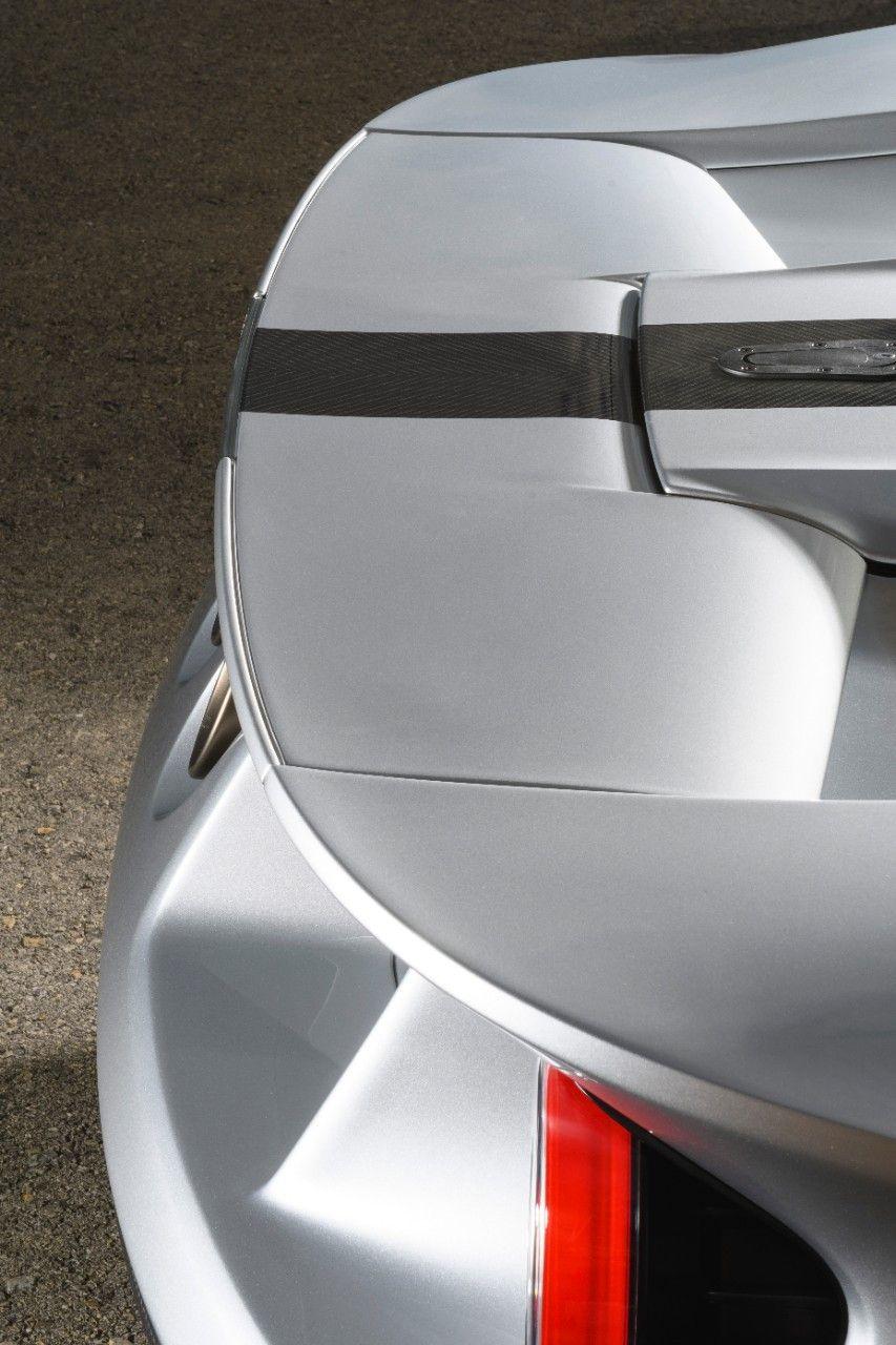 суперкар Ford GT