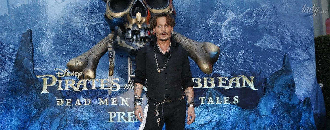 """Стильный и дерзкий: Джонни Депп на премьере """"Пиратов Карибского моря"""" в Голливуде"""