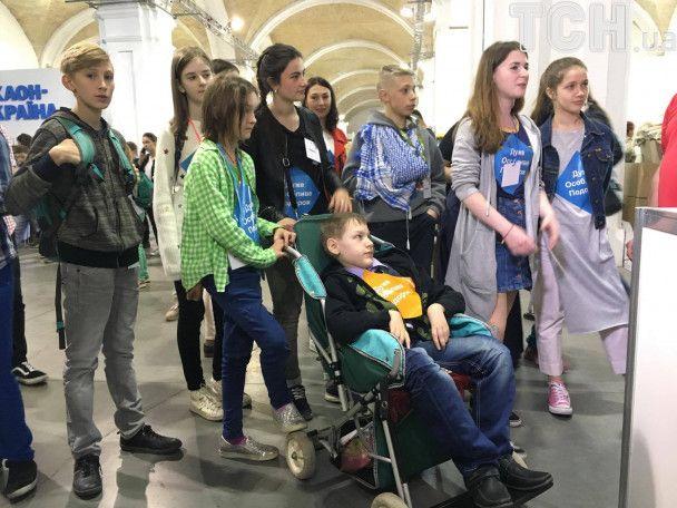 """На """"Книжковий Арсенал"""" приїхав наймолодший бібліотекар - підліток з Донеччини"""