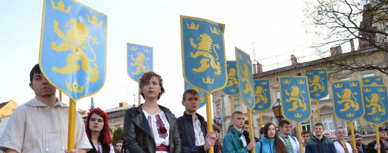 """В'ятрович заявив, що в Україні не заборонена символіка дивізії СС """"Галичина"""""""