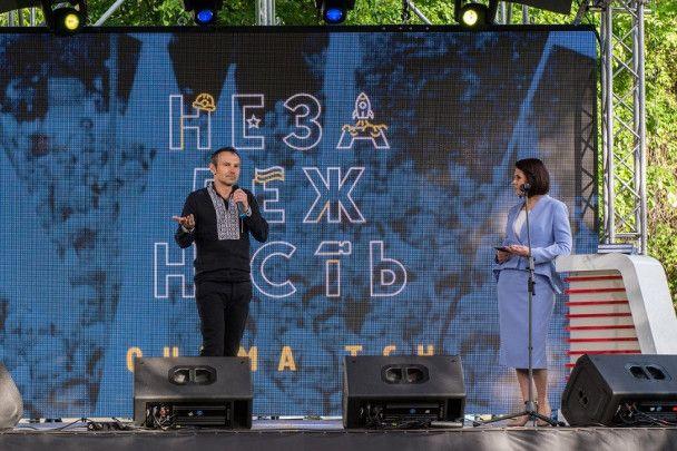 """В Киеве презентовали книгу """"Незалежність очима ТСН"""""""