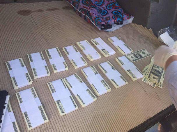 На Сумщине задержали НАБУшника, который требовал 300 тысяч долларов взятки