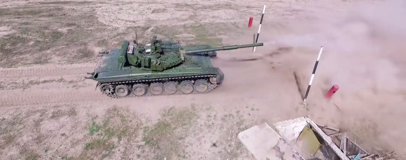 """Танк і 120-ті снаряди: бойовики цинічно """"привітали"""" Красногорівку з днем міста"""