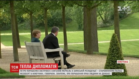 Канцлер Німеччини запросила Порошенка в свою заміську резиденцію