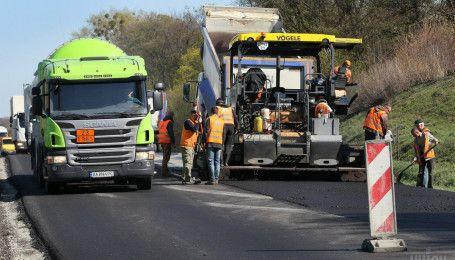 В Украине построят первые платные дороги и трассу из отходов