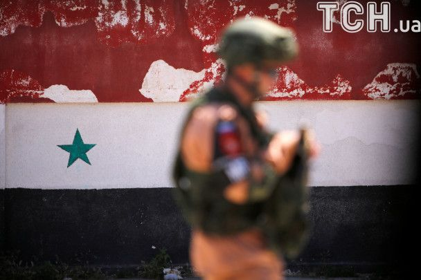 Селфи с российскими военными и триколоры РФ: Reuters показало эвакуцию из сирийского города