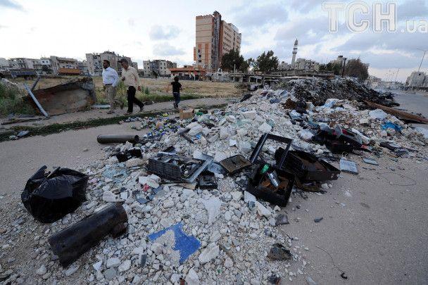 Сефлі із російськими військовими та триколори РФ: Reuters показало евакуцію із сирійського міста