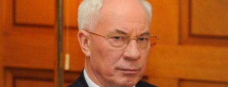 """""""На паперть хожу"""": Азаров рассказал, за что живет в России четыре года"""