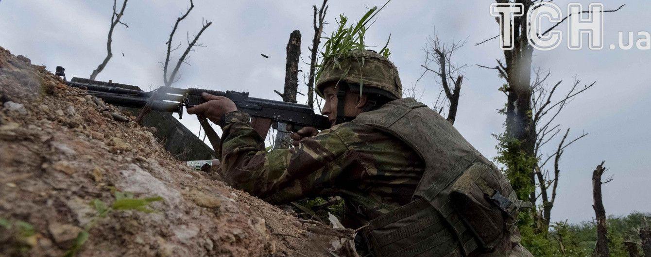 На Донбасі загинув український боєць, ще троє поранені. Дайджест АТО