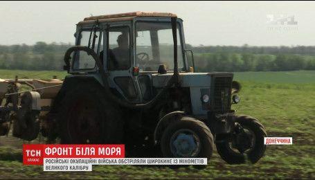 На Приазов'ї мирні жителі обробляють поля за крок від лінії фронту