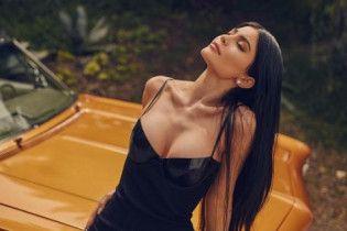 Сексапільні сестрички Кардашян показали спокусливі форми у відео українського фотографа