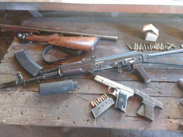 У Дніпрі екс-волонтер організував канал постачання зброї з АТО