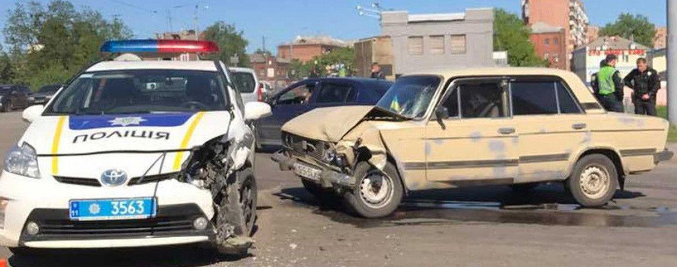 """Чтобы закрыть кладбище побитых """"Приусов"""": украинским копам дали уроки контраварийного вождения"""