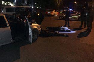 У Кропивницькому затримали колону автомобілів із озброєними молодиками