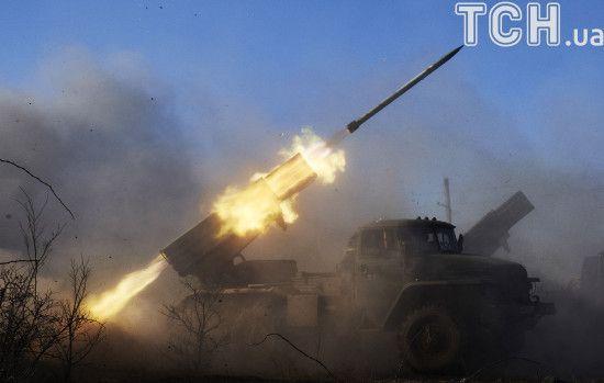 """На Донеччині бойовики з """"Градів"""" поцілили у житловий будинок, коли там перебували люди"""